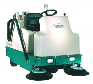 Tennant 6200 Battery Ride-On Sweeper